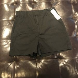 NWT. Vince twill short. Size 10. Black
